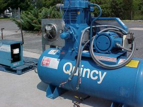 QUINCY 10HP TANK MOUNTED AIR COMPRESSOR