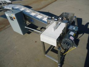 AIR-DRAULIC INCLINED CLEATED BELT CONVEYOR WITH AUTOMATIC DUMP, STAINLESS STEEL
