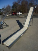16 IN. WIDE CLEATED INCLINED FEEDER/CONVEYOR, STAINLESS STEEL FRAME