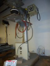 Pneumatic semi-automatic lid press