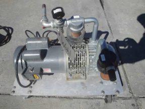 GAST VACUUM PUMP, 1-1/2 HP MOTOR