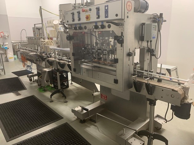 Acasi Eight Head Straight Line Automatic Pressure OverFlow Filling Machine With Screw Capper