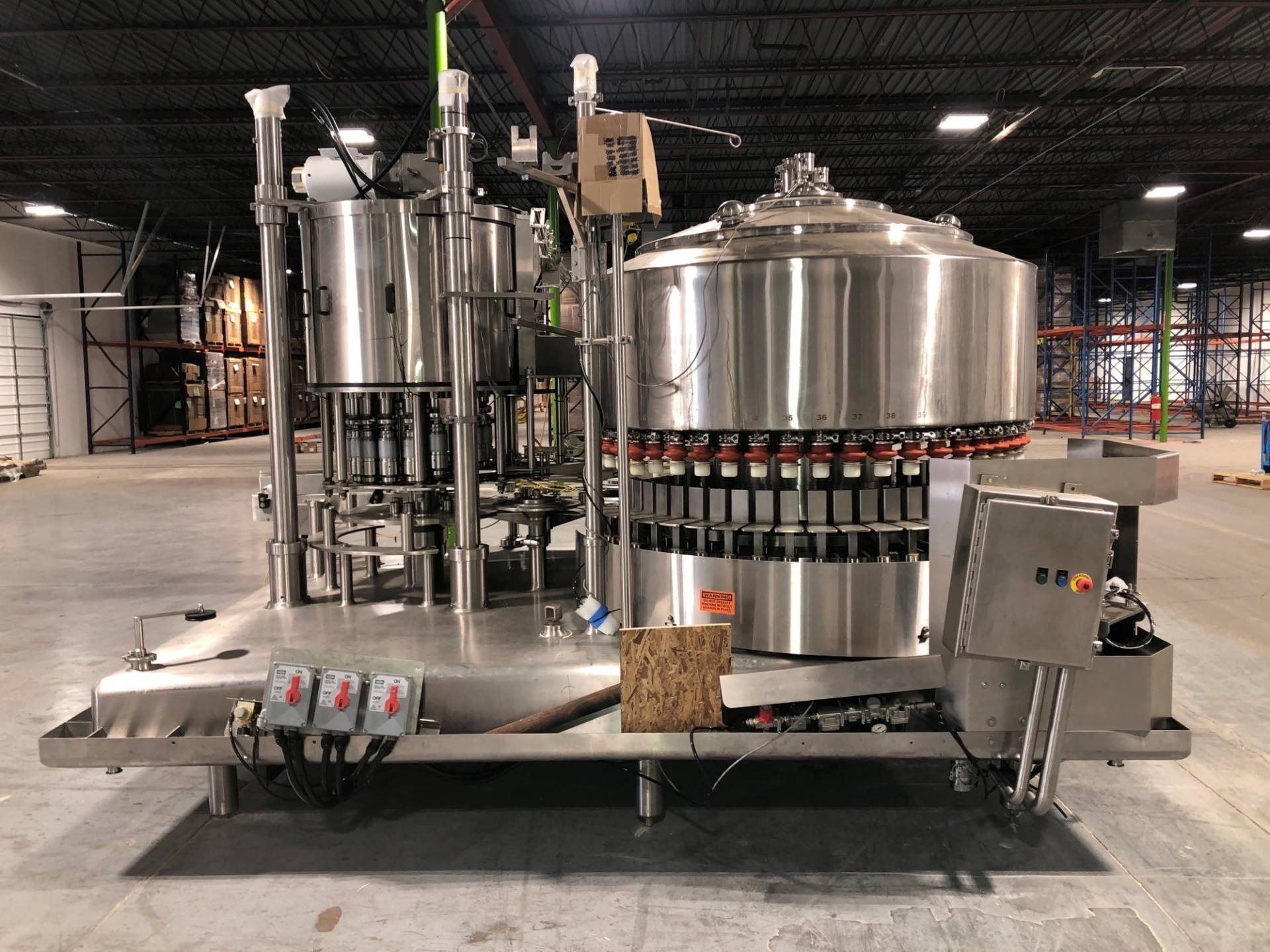 Federal 51 Valve Rotary Filler With 17 Head Cap Station, Juice Filling