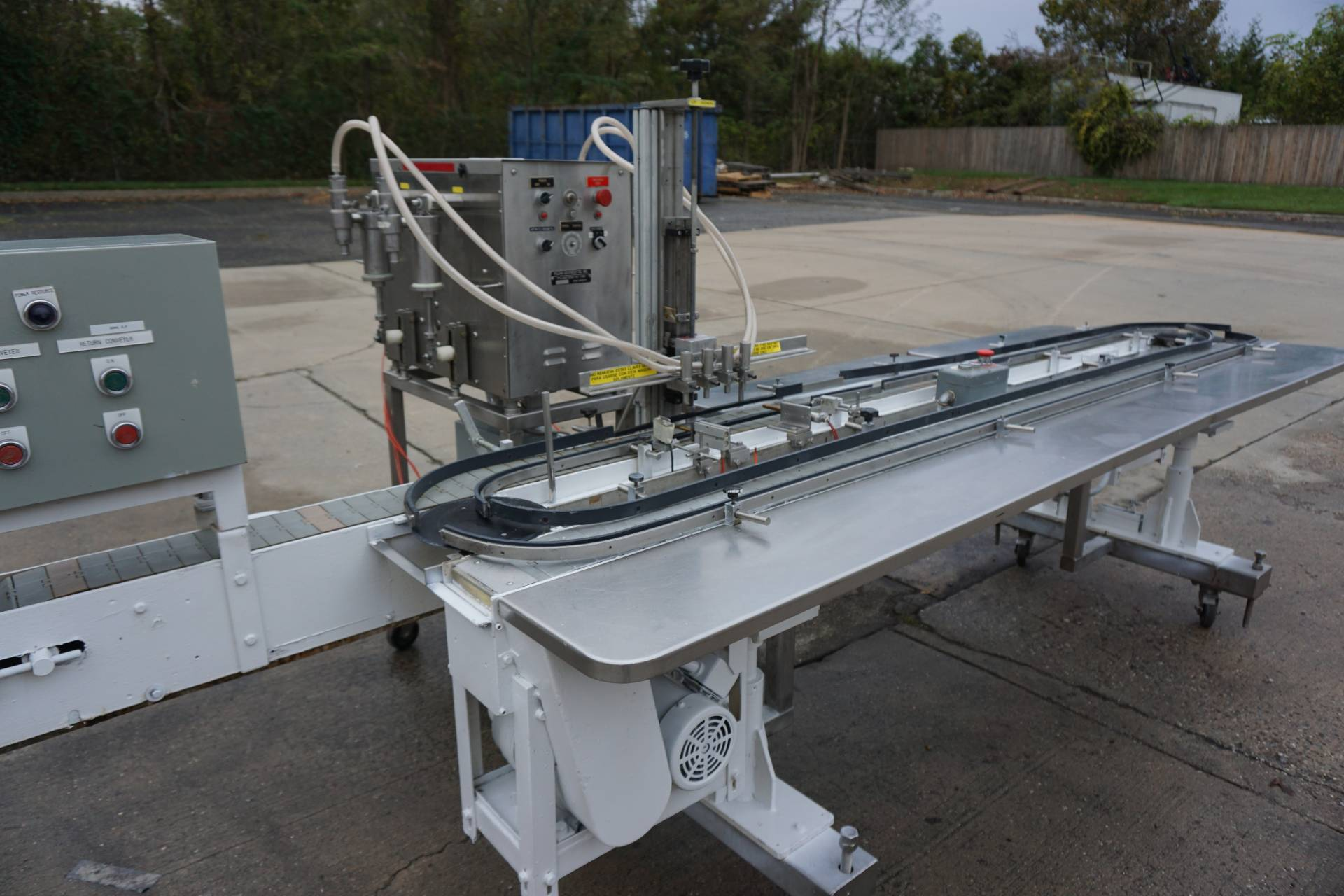 Filling Equipment Company Four Head Piston Filler with Carousel Conveyor