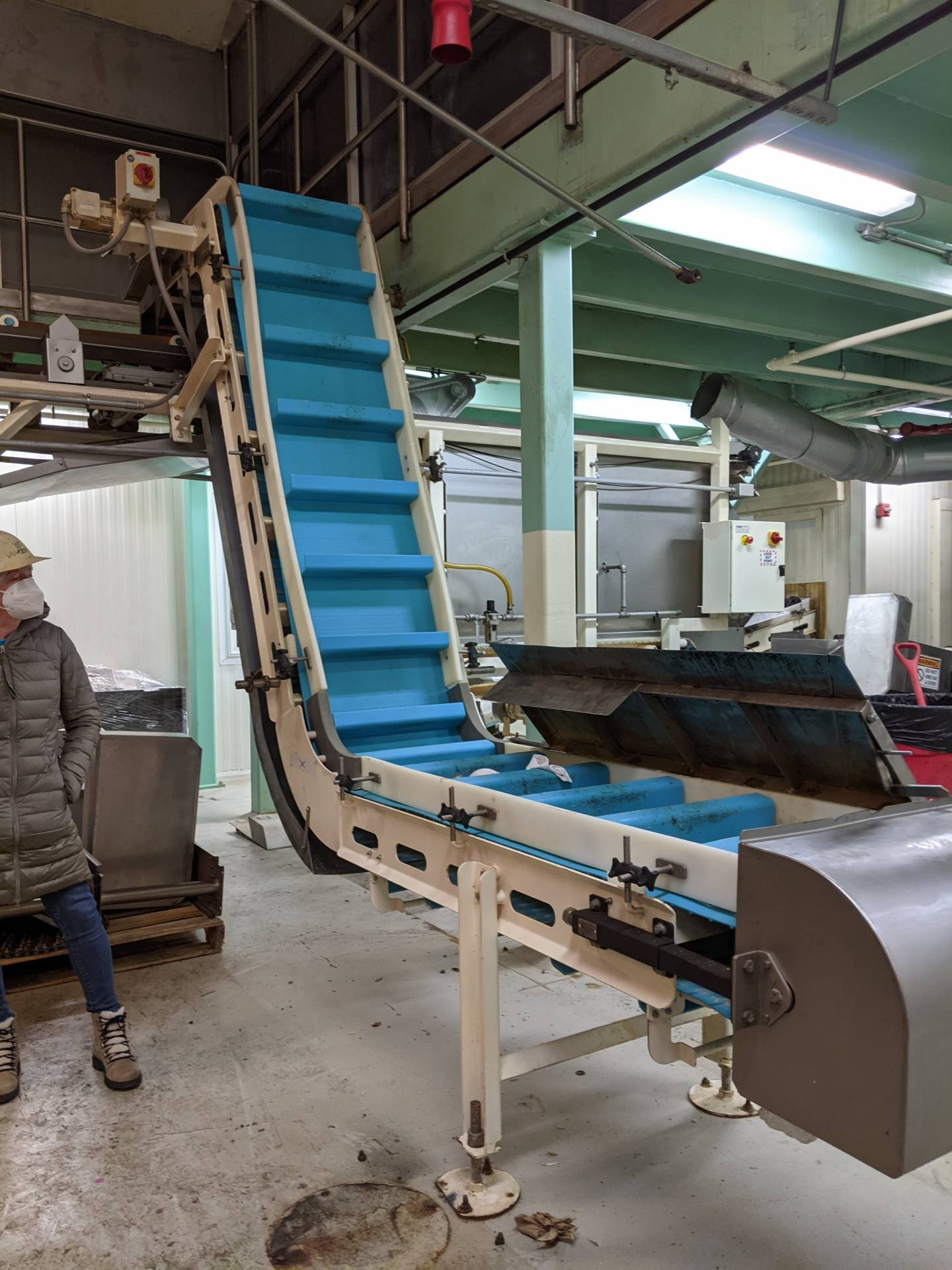 """Smalley EMC2+ Electromagnetic Vibratory Feeder with """"Z"""" Inclined Conveyor"""
