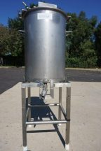 35 Gallon Stainless Steel Mix Tank, Air Operated